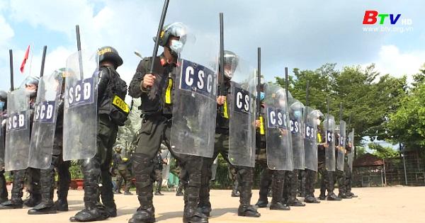 Lực lượng Cảnh sát cơ động sẵn sàng xung kích nơi tuyến đầu chống dịch Covid-19