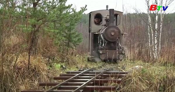 Nga - mô hình động cơ hơi nước và đường sắt ở sân sau nhà