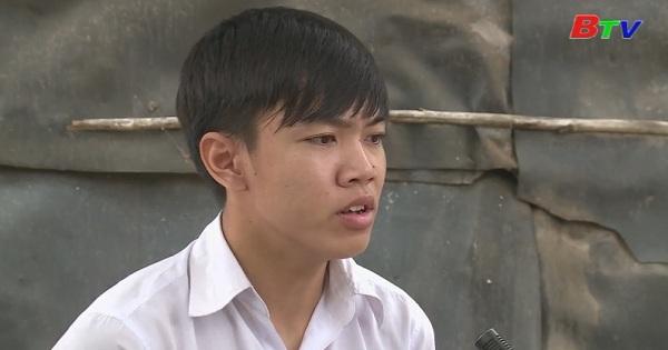 Em Lê Thành Nhân, lớp 12A, trường PTTH Lộc Hưng, huyện Trảng Bàng, tỉnh Tây Ninh