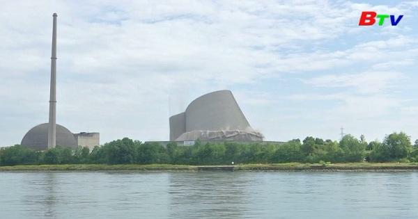 Đức phá hủy tháp hạ nhiệt 80 mét ven bờ sông  Rhine