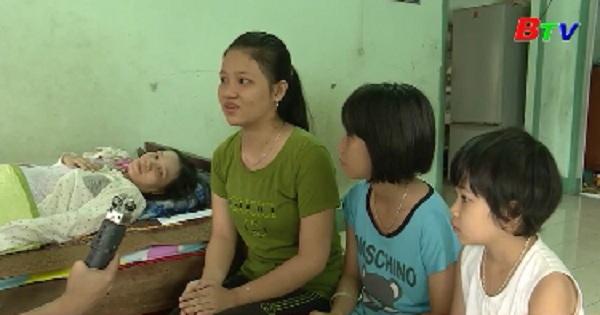 Hỗ trợ ba chị em đến trường