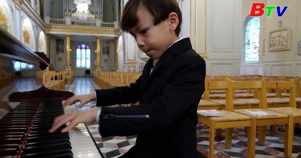 Gặp gỡ thần đồng Piano ở Pháp