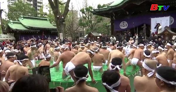 Phong tục tắm nước lạnh đầu năm ở Nhật Bản