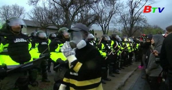 Mỹ - Tiếp diễn đụng độ giữa cảnh sát và người biểu tình