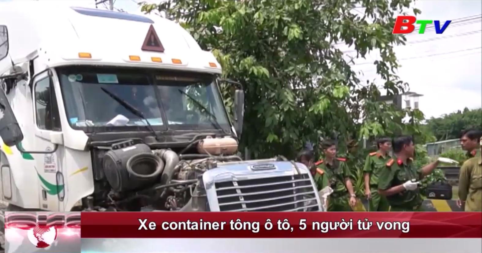 Xe container tông ô tô, 5 người thiệt mạng