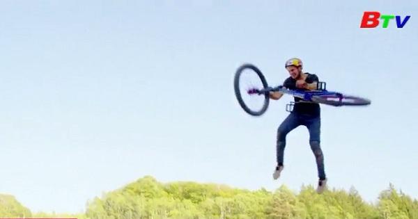 Đã có người thực hiện được cú xoay xe đạp 4 vòng trên không