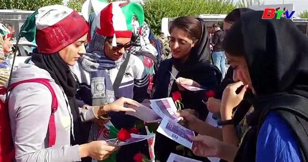 Phụ nữ Iran lần đầu tiên xem bóng đá sau 40 năm