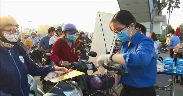 Công ty Nam Việt phát khẩu trang miễn phì phòng chống Virus Corona