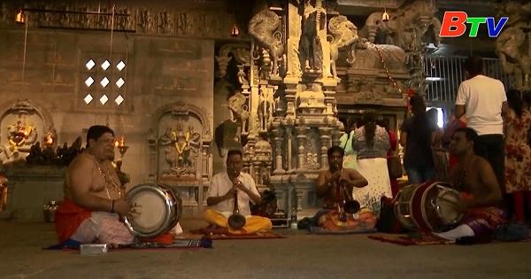 Người dân Srilanka chào đón năm mới sau khi các hạn chế được nới lỏng