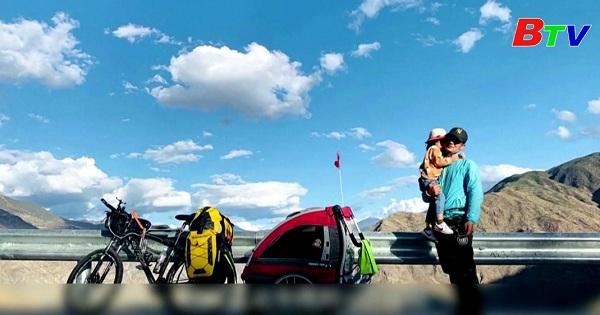 Người cha đơn thân chở con gái du lịch Tây Tạng  bằng xe đạp
