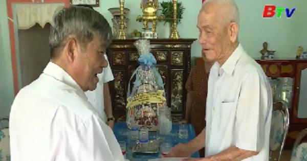 Lãnh đạo tỉnh Bình Dương thăm, tặng quà tết tại Thị xã Tân Uyên