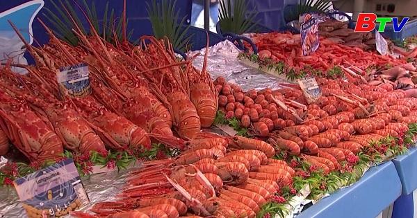 Paris - Chợ thực phẩm ngoài trời náo nhiệt
