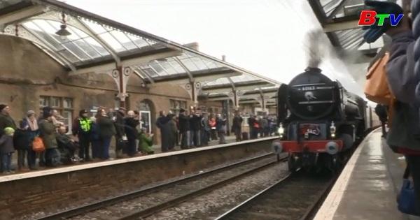 Xe lửa chạy bằng hơi nước ở Anh trở lại sau 50 năm