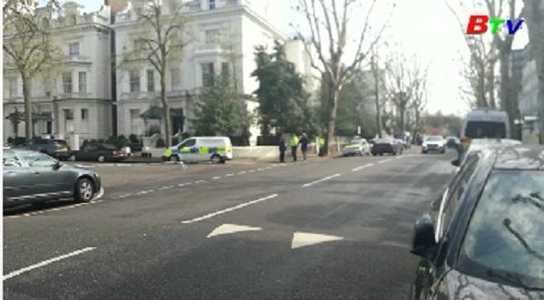 Xe đại sứ Ukraine bị đâm, cảnh sát Anh nổ súng, tóm gọn nghi phạm