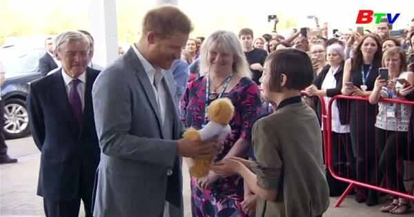 Hoàng tử Harry thăm bệnh nhân Oxford