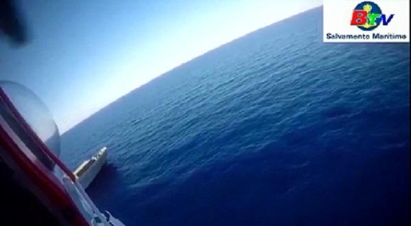 Tàu chở hơn 1.800 ô tô bốc cháy trên Địa Trung Hải