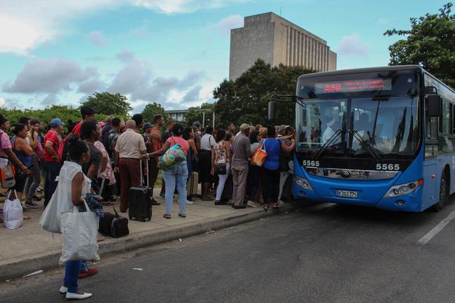 Mỹ gia hạn cấm vận thương mại Cuba