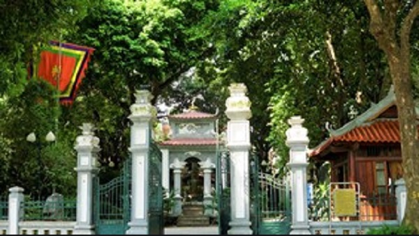 Chiêm ngưỡng tượng đài vua Lê Thái Tổ cổ nhất tại Hà Nội