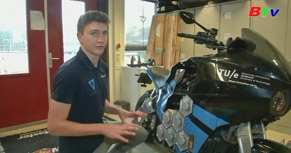 Du lịch vòng quanh thế giới bằng xe mô tô điện tự chế của nhóm sinh viên Hà Lan