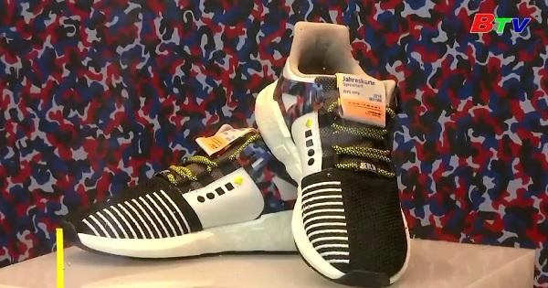 Người dân Berlin đỗ xô mua giày thể thao Adidas