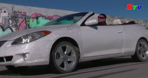 Độc đáo chiếc xe lấp lánh đính 400.000 viên pha lê