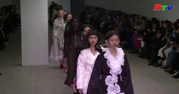 Tuần lễ thời trang Luân Đôn khai mạc trong nổi lo về Covid-19