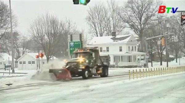 Bão tuyết Stella khiến các trường học đóng cửa, hàng ngàn chuyến bay bị hủy