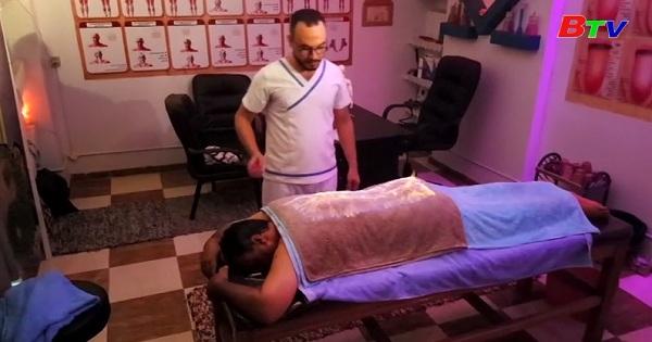Kỹ thuật mát xa bằng lửa để giảm đau cơ ở Ai Cập