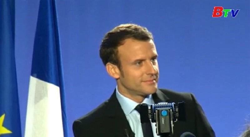 Cựu Bộ trưởng kinh tế Macron tuyên bố ra tranh cử tổng thống Pháp