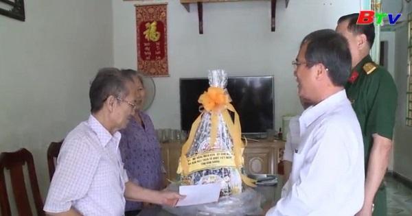 Lãnh đạo tỉnh thăm chúc tết gia đình chính sách tại thành phố Thủ Dầu Một