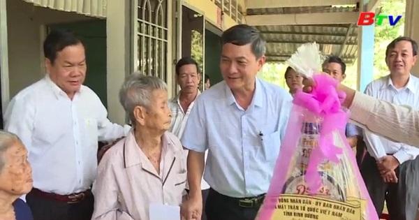 Lãnh đạo tỉnh thăm và tặng quà tết tại các địa phương trong tỉnh