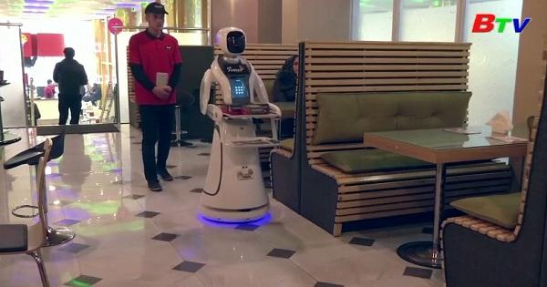 Robot phục vụ nhà hàng đầu tiên ở Afghanistan
