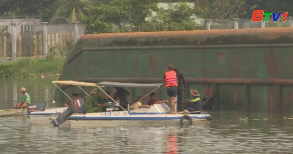 Chìm sà lan trên sông Đồng Nai - 3 người mất tích