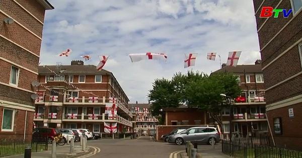 Mừng World Cup 2018: Khu căn hộ Kirby Estate  rực sắc cờ Anh