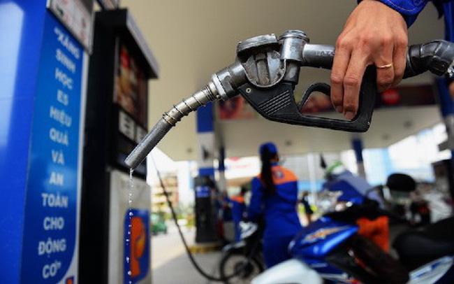 Giá xăng giảm thêm gần 1.000 đồng/lít