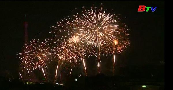 Trình diễn pháo bông tại tháp Eiffel mừng ngày Quốc khánh Pháp