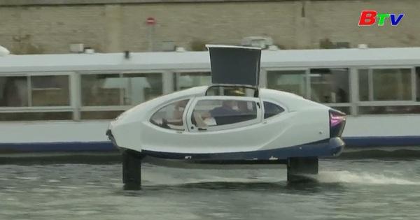Thử nghiệm Taxi bay trên sông Seine ở thủ đô Paris