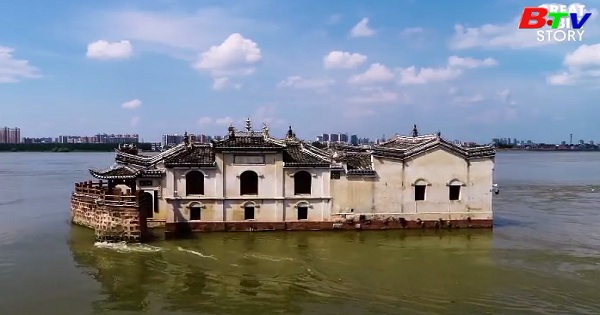 Ngôi đền cổ trên sông Dương Tử
