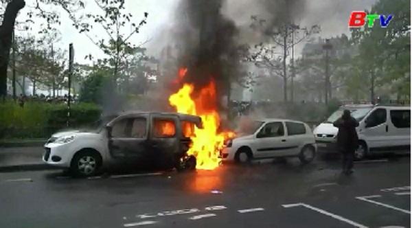 """Biểu tình """"Áo vàng"""" quay lại, tái diễn bạo lực tại Paris"""