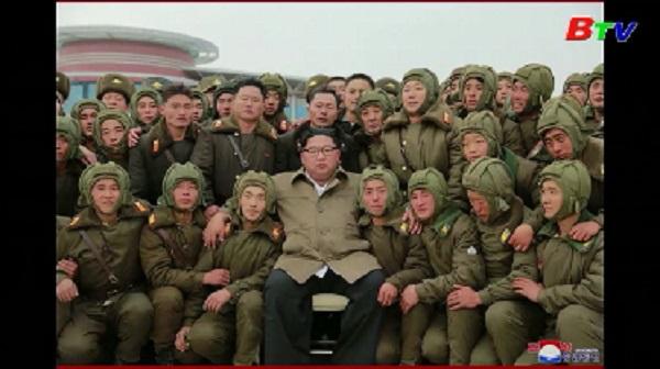 Nhà lãnh đạo Triều Tiên Kim Jong-un thị sát tập trận không quân