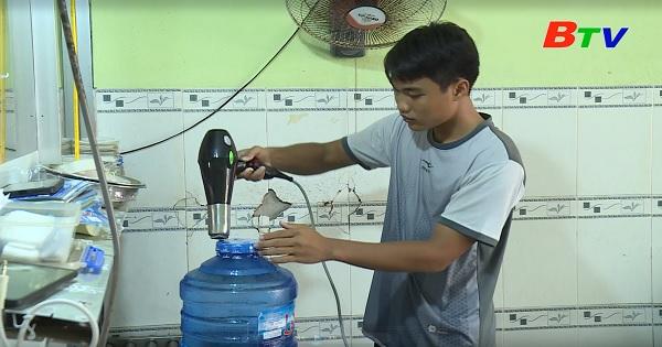 Thắp sáng ước mơ xanh - Em Trương Tiến Dũng, lớp 12A1, trường THPT Tuy Phong, huyện Tuy Phong, Bình Thuận
