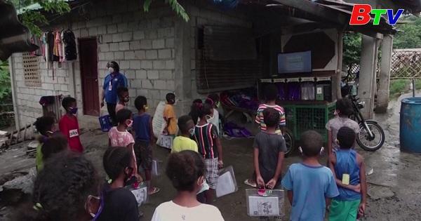 Giáo viên Philippines nỗ lực đưa chữ đến cho trẻ  em vùng xa