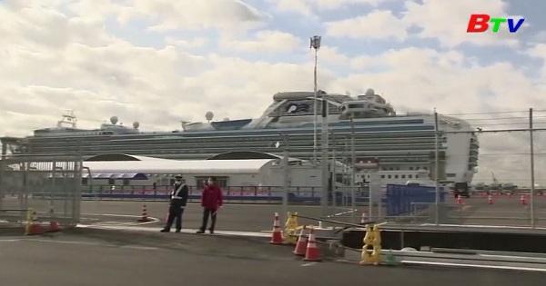 Hành khách trên du thuyền Diamond Princess bắt đầu lên bờ