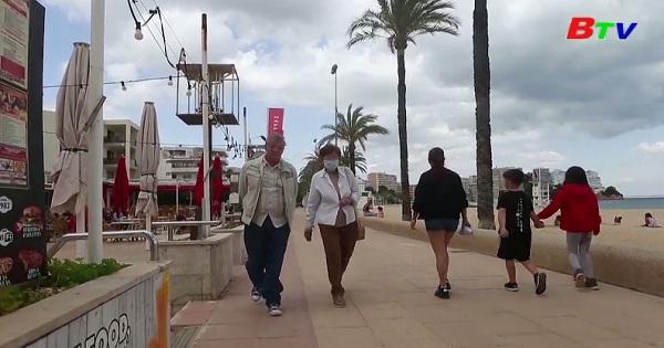 Tây Ban Nha - Các nhà hàng ven biển chuẩn bị cho một mùa du lịch khó khăn