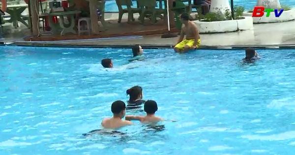 Giúp trẻ vui khỏe trong bơi lội - Phòng ngừa đuối nước ở trẻ
