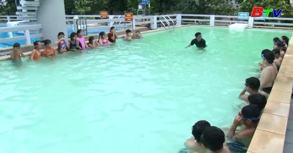 Dầu Tiếng khai giảng lớp dạy bơi miễn phí cho trẻ em nghèo có hoàn cảnh khó khăn