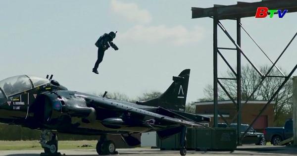 Bộ đồ phản lực giúp người mặc có thể bay lượn