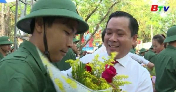 Thanh niên Phú Giáo hân hoan lên đường nhập ngũ