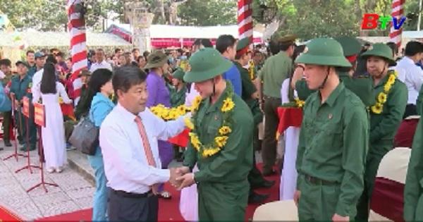 Thanh niên Thuận an hăng hái lên đường nhập ngũ