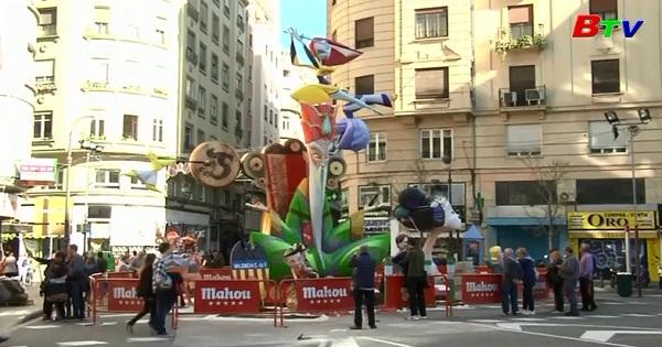 Lễ hội thường niên Las Fallas đầy màu sắc ở Tây Ban Nha